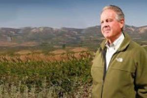 """""""Bene gli investimenti stranieri nei territori, ma con il presidio dei produttori storici. Il paesaggio toscano è un asset strategico per le aziende. E la lezione di Tachis e Veronelli fondamentale"""". Così, a WineNews, Piero Antinori"""
