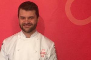 Tra le stelle più luminosa della Michelin 2017, presentata oggi a Parma, quella di Enrico Bartolini, con 4 stelle in tre ristoranti diversi: due a Milano (Mudec), una a Castiglione della Pescaia (Tenuta La Badiola) e una a Bergamo (Casual)