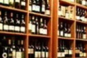 Natale si avvicina, ed è un momento importante per chi vende vino. Quale è il sentiment delle enoteche? Lo abbiamo chiesto a Francesco Bonfio, presidente di Vinarius, che riunisce oltre 150 enoteche in tutta Italia