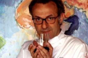 """Massimo Bottura, il """"re"""" degli chef italiani, """"tête-à-tête"""" con WineNews: il ruolo dello chef a salvaguardia del lavoro di agricoltori e contadini eroici, la cucina contemporanea che deve guardare al passato senza nostalgia, le contaminazioni …"""