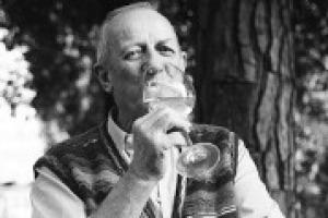 A dieci anni dalla morte, il mondo dell'enogastronomia italiana riscopre la grandezza di uno dei suoi protagonisti più grandi, Luigi Veronelli, a cui l'Expo 2015 dedicherà la mostra ''Camminare la Terra''. A WineNews, Gigi Brozzoni
