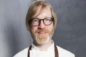 """""""Abbiamo deciso principalmente di non avere una carta dei vini, perché se apri un ristorante a New York, devi fare qualcosa di unico, per non essere uno dei tanti"""". A dirlo Daniel Burns, chef del Luksus, ristorante stellato """"Bacco free"""""""