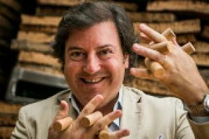 Ogni anno si producono 120 milioni di tappi di sughero in più, e così l'obiettivo del miliardo di euro di fatturato, previsto da Amorim Cork per il 2020, potrebbe essere anticipato, come racconta a WineNews Carlos Santos, ad Amorim Cork Italia