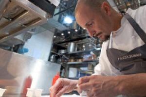Di alta ristorazione con lo chef Enrico Crippa. Che spiega a WineNews come imprenditori gli chef lo sono sempre un po' stati (Piazza Duomo, Alba, ha da sempre la brasserie) e che tra costi e ricerca di personale qualificato il vino resta una certezza