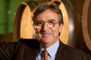 """Nel vino non si improvvisa, serve ricerca. Per questo è fondamentale che le aziende si mettano insieme. Come succede nel """"Wine Research Team"""" guidato da Riccardo Cotarella, che mette insieme oltre 37 cantine d'Italia, ma anche di Francia e Giappone"""