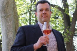La difficile annata 2014 costringe i produttori del Chiaretto a puntare su vini dalle caratteristiche tutte nuove: colori molto tenui e profumi che ricordano quasi un bianco. A WineNews, il presidente del Consorzio del Bardolino, Franco Cristoforetti