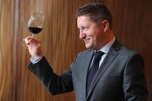 """La più importante fiera francese del vino, Vinexpo, sarà protagonista ad Hong Kong, dal 24 al 26 maggio nel 2016. Con l'Italia Paese d'onore. """"Perchè vogliamo sostenerla nella sua promozione"""": così a WineNews il dg Vinexpo Guillame Deglise"""