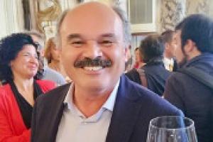 """""""Il mondo del vino deve puntare a crescere sia nei volumi che nei prezzi medi. Ci vorrebbe un Ministro del vino, un personaggio di spessore, come Gaja o Antinori, per fare un salto di qualità e battere i francesi"""". A WineNews, Oscar Farinetti"""
