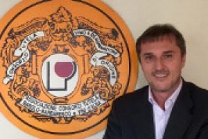 Dai progetti legati all'Ocm vino agli obiettivi da raggiungere sui mercati esteri, dai numeri della Langa enoica al grande tema della zonazione: a WineNews il direttore del Consorzio di tutela Barolo Barbaresco Alba Langhe e Roero, Andrea Ferrero