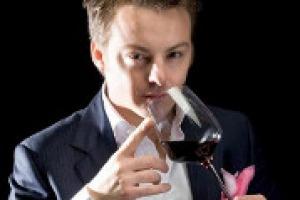 """Vino e sport non solo sono compatibili, ma fanno tendenza. Tanto che, dal 22 settembre, su Sky Sport 24, il sommelier Luca Gardini condurrà una nuova rubrica, """"Gol diVini"""", in cui abbinerà i tre gol più belli della giornata a tre grandi vini italiani"""