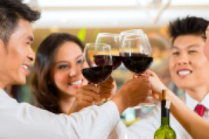 Muoversi uniti, puntare di più sul web e social, e sulle città di secondo o terzo livello, e non solo: i consigli per il grande mercato di Cina da chi lo conosce da oltre 20 anni, come William Hutchinson, consulente di tante realtà del vino italiano