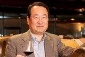 """""""Il vino italiano in Giappone sta andando molto bene. Esistono però ancora grossi problemi di come comunicare il vino. Con la giusta comunicazione, il Giappone è una miniera enoica ancora da scoprire"""". Così l'enogiornalista nipponico Isao Miyajima"""