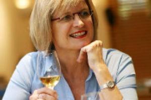 """""""Per coinvolgere le nuove generazioni, la comunicazione online deve imparare ad essere divertente, coinvolgente, onesta, senza essere troppo complicate"""". Parola, dal Symposium di Firenze, della Master of Wine Jancis Robinson"""