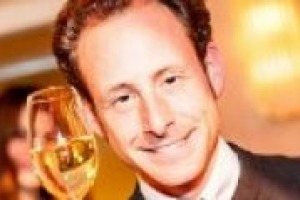 Il ricambio generazionale, gli investimenti in Italia, il mercato globale e la complessità del vino di alta gamma: a WineNews la prima intervista ''italiana'' di Maximilian Riedel, nuovo presidente della celebre cristalleria austriaca Riedel