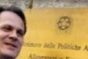 Dalla promozione ai consumi di vino, dalla Pac alla credibilità dell'Italia agricola nel mondo: parlando con il Ministro delle Politiche Agricole Saverio Romano, a 6 mesi dal suo insediamento in Via XX Settembre. Partendo dal dopo ''Buonitalia''