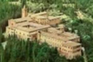 Tra le tante esperienze che popolano la galassia dell'imprenditoria agricola italiana, ce n'è una molto particolare, quella legata all'abbazia di Monte Oliveto Maggiore, dove il lavoro nei campi convive con l'aspetto spirituale dei monaci benedettini