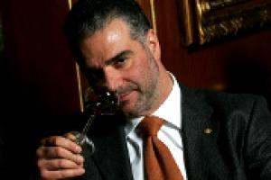 """""""Sulla cultura del vino in Italia tanto è stato fatto, ma si possono ancora compiere passi da gigante. Dobbiamo lavorare sul linguaggio: che non sia banale per gli esperti, e nemmeno incomprensibile per i neofiti"""": così il sommelier Paolo Lauciani"""