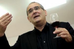 """""""I diritti di impianto in Europa non sono diritti, ma privilegi: protegge chi ha già i vigneti, e non permette ai giovani di investire sul vino"""". A WineNews, la voce critica di Pedro Ballesteros Torres, Regional Chair in Spagna di """"Decanter"""""""