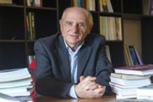 Parlare di cibo in modo scientifico per contribuire al dibattito sul tema nelle società globali: ecco la ragion d'essere dell'ateneo fondato da Carlo Petrini, l'Università di Scienze Gastronomiche di Pollenzo, per il suo Rettore Piercarlo Grimaldi
