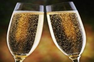 Le bollicine italiane stanno vivendo un trend positivo enorme sul fronte export. Quali sono i perché di questo successo lo hanno spiegato a Winenews Vettorello (Conegliano Valdobbiadene), Giavi (Prosecco Doc), Bosticco (Asti) e Zanella (Franciacorta)