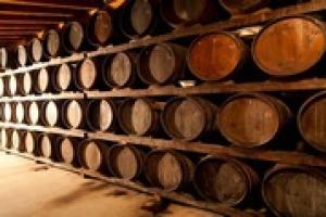 """Il concetto di """"terroir"""" si sposta dal vigneto in cantina. Almeno nel Chianti Classico, grazie al progetto di valorizzazione del legname dei boschi del territorio per la fabbricazione di botti a """"km 0"""". Come spiega il professore Raffaello Giannini"""