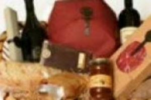 Il 50% di vino si vende negli ultimi mesi dell'anno, in concomitanza con le celebrazioni di Natale e Capodanno. Di questa tendenza, abbiamo parlato con Giovanni Longo, direttore operativo della ''Longo un mondo di specialità''