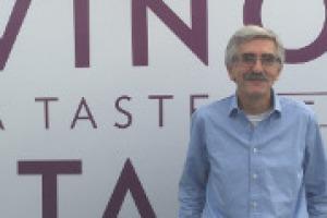 """""""La grande rivoluzione del vino italiano è stata il passaggio dalla quantità alla qualità, prima in cantina e poi in vigna. Montalcino e Langhe sempre al top, ma crescono tanti territori, come Soave e Sicilia"""". Così di Richard Baudains di """"Decanter"""""""