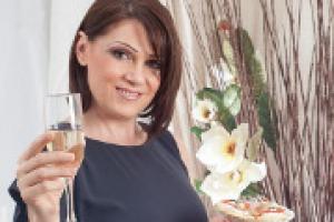 """""""Nel mondo dei blog culinari l'abbinamento vino-cibo è un argomento di grande interesse, ma a volte è una materia difficile per i meno esperti, ci vorrebbe più semplicità"""". Parola di Sonia Peronaci, fondatrice del blog cult Giallo Zafferano"""