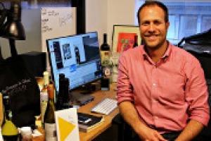 Nella nuova era della comunicazione, giornalismo ed advertising si contaminano alla ricerca della storia giusta da raccontare. A WineNews il co-fondatore di VnePair, tra i siti del vino più popolari tra i giovani winelover Usa, Adam Teeter