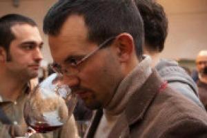 """""""In enoteca, oggi, fanno più fatica i vini di fascia bassa, come Bardolino o Bonarda, di quelli che rappresentano appieno il proprio territorio, come Nebbiolo e Brunello"""". A WineNews, il presidente di Vinarius Andrea Terraneo"""