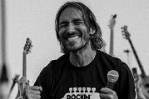 Nella comunicazione il ruolo del pubblico è fondamentale, come dimostra il flash mob che ha convinto i Foo Fighters ad esibirsi a Cesena. Un modello, come racconta a WineNews l'organizzatore, Fabio Zaffagnini, da seguire anche nel wine & food