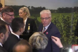 """""""Il vino e la cooperazione modelli che funzionano, il mondo ci chiede il made in Italy, dobbiamo aiutare le imprese a portarglielo, non facendo più leggi ma tagliandole"""": da Vi.Vite il candidato premier del M5S Luigi di Maio"""