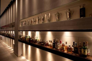 """È il 300mila Lounge di Lecce il """"Miglior Bar dell'Anno 2018"""" per la guida """"Bar d'Italia"""" 2018 de Il Gambero Rosso, traccia dei locali italiani di tendenza. Tutti i premiati con """"Tre Chicchi & Tre Tazzine"""", """"Le Stelle"""", i miglior cocktail e colazioni"""