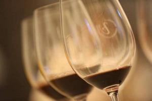 """Anteprima Amarone, non brilla nel calice la vendemmia 2014, """"l'annata delle piogge"""", con molte cantine che non hanno prodotto il vino top del territorio, a vantaggio del Valpolicella. Ma non mancano buone espressioni: i migliori assaggi di WineNews"""