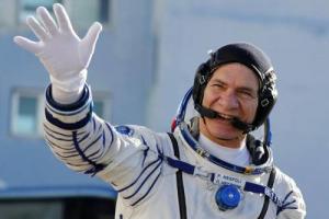Arancini dallo spazio: neanche a migliaia di chilometri di distanza, sulla stazione orbitante dell'Agenzia Spaziale Europea, Paolo Nespoli, il più esperto astronauta italiano, riesce a togliersi dalla testa il pensiero per il cibo di casa