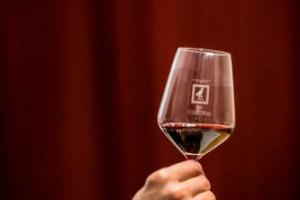 """""""Anteprima Sagrantino"""" - Il Sangiovese lascia spazio al re dei rossi umbri: Montefalco svela la difficile annata 2014 del suo vino più prezioso (giudicata, a posteriori, 3 stelle su 5) che, grazie al lavoro dei vignaioli, mostra un volto """"gentile"""""""