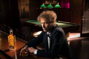 """Voce di una generazione e primo rocker a ricevere il Nobel alla Letteratura, dopo una parentesi nel vino italiano, Bob Dylan diventa produttore di whisky con il brand """"Heaven's Door Spirits"""""""