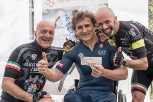 200 chilometri in bicicletta da Montalcino a Marina di Massa, per solidarietà: dalla griffe del Brun