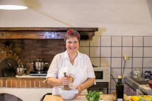 Indagine Doxa/Unaitalia: gli italiani amano le ricette tradizionali della nonna, e chi meglio delle Cesarine le tramanda? Sono 300 in tutta Italia e offrono agli ospiti sapori tipici del territorio, ma non solo, difendono anche la biodiversità