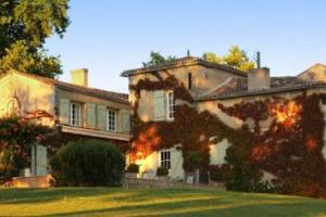 Affari a Bordeaux: Château de Lagorce, 43 ettari vitati, passa dalle mani della famiglia Mazeau alla SCEA Degore, società che fa capo al gruppo di distribuzione di vino Christie's Winery. Adesso, gli Château bordolesi di proprietà cinese sono 143