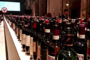 """Cresce nei mercati esteri ed in Italia e guarda al futuro con ottimismo, forte della qualità dei vini, di nuove alleanze (come con lo Champagne), tra nuovi progetti in Cina e l'Unesco: il Gallo Nero nella """"Chianti Classico Collection"""" 2017 a Firenze"""