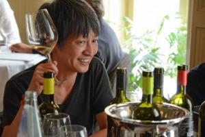 """Wine Intelligence: il numero dei consumatori cinesi che bevono vino importato supera i 50 milioni, trainati da """"Developing Drinkers"""" e """"Social Newbies"""", giovani ed appassionati che non si accontentano del brand e cercano il rapporto qualità-prezzo"""