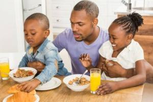 La colazione è un modo per integrarsi e conoscere la cultura: a dirlo è la ricerca dell'Osservatorio Doxa/Etnocom, in collaborazione con Aidepi, che svela che a molti dei 6 milioni di nuovi italiani piace la colazione dolce con biscotti, latte, caffè