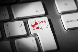 """E-commerce e vino italiano, numeri ancora piccoli, ma in grande crescita, soprattutto nei segmenti premium ed ultra premium. Tanto in Italia che in Cina. Con la Toscana """"regina"""". Le riflessioni di realtà leader come Tannico, Vino75 e Alibaba"""