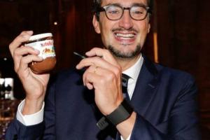 A Ferrero, per 2,8 miliardi di dollari, gli snack di Nestlé Usa, che fatturano 900 milioni di dollari l'anno. Il Gruppo di Alba è la terza azienda dolciaria in Usa e cresce anche in Italia (+0,8%), con il fatturato 2016/2017 a a 1,43 miliardi di euro