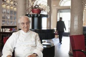 Gualtiero Marchesi lascia a sorpresa il ruolo di rettore alla Scuola Internazionale di Cucina Italiana - Alma, per entrare nel Comitato Scientifico che dirigerà il centro e potersi dedicare al suo progetto di casa di riposo per cuochi in pensione
