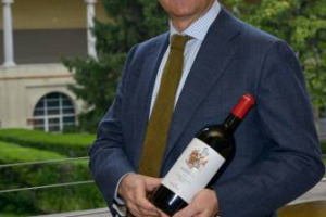 """""""Abbiamo fatto una cosa tanto desiderata, tanto voluta e tanto cercata"""": così Lamberto Frescobaldi sancisce l'arrivo in Chianti Classico della storica famiglia toscana, con i primi vini prodotti nella Tenuta Perano"""