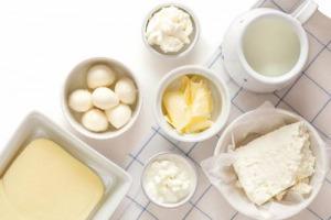 Scade il termine di 180 giorni per lo smaltimento di latte e prodotti lattiero-caseari senza l'indicazione di origine in etichetta. Per Coldiretti e il Ministro delle Politiche Agricole Martina è la fine del falso made in Italy e all'omologazione