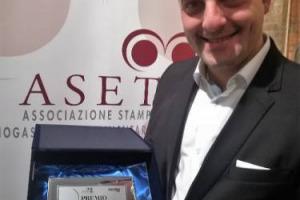 """Il Premio Giulio Gambelli 2018 va all'enologo Luigi Sarno della Cantina del Barone di Cesinali (Avellino): è il suo lavoro che quest'anno per vitigno, annata e territorio ha rispecchiato maggiormente l'idea di vino del grande """"maestro del Sangiovese"""""""