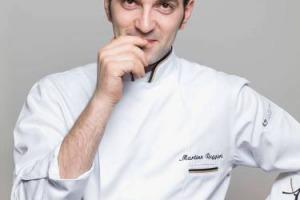 Lo chef tristellato Martino Ruggieri convince la giuria di super chef, capeggiati da Enrico Crippa, e si aggiudica la selezione italiana di Bocuse d'Or, in scena ad Alba: adesso ha otto mesi per allenarsi per la selezione europea (a giugno, a Torino)